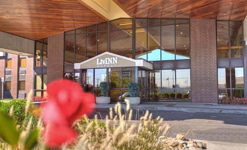 Livinn Hotel Cincinnati North Sharonville Entrance