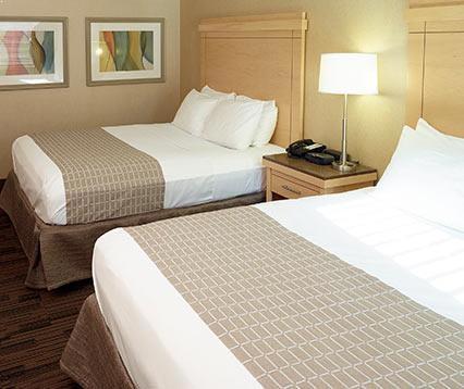 Rooms of LivINN Hotel Cincinnati / Sharonville Convention Center